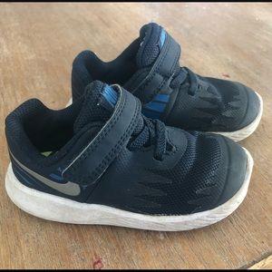 Toddler boys Nike shoes size 6